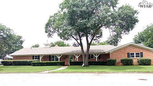 916 W South Drive, Henrietta, TX 76365 (MLS #153338) :: WichitaFallsHomeFinder.com