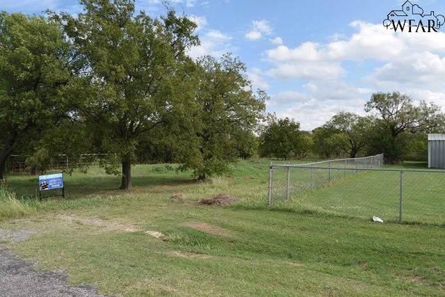 1215 N Bell Road, Iowa Park, TX 76367 (MLS #154521) :: WichitaFallsHomeFinder.com