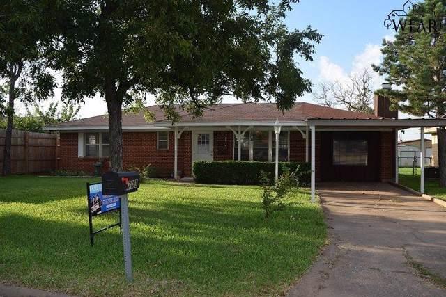 703 W Clara Avenue, Iowa Park, TX 76367 (MLS #154568) :: WichitaFallsHomeFinder.com