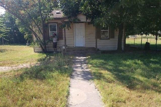 606 S Stratton Street, Seymour, TX 76380 (MLS #162235) :: WichitaFallsHomeFinder.com