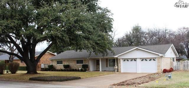 904 Bois Darc Street, Henrietta, TX 76365 (MLS #155761) :: WichitaFallsHomeFinder.com