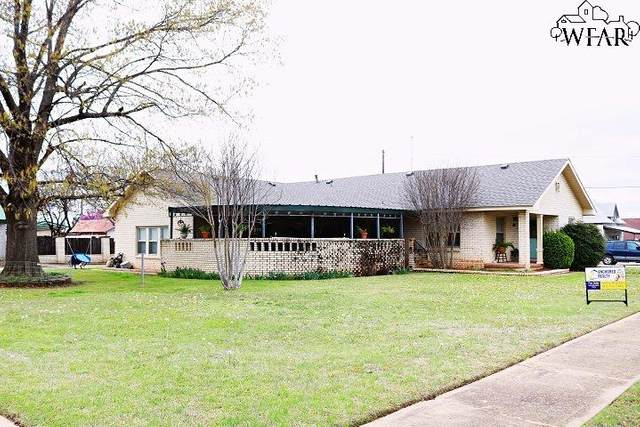 815 N Bridge Street, Henrietta, TX 76365 (MLS #156159) :: WichitaFallsHomeFinder.com