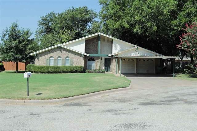 105 N Fairway, Henrietta, TX 76365 (MLS #157717) :: WichitaFallsHomeFinder.com