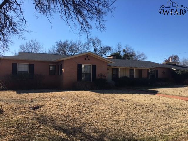 615 W Bois Darc Street, Henrietta, TX 76365 (MLS #147691) :: WichitaFallsHomeFinder.com