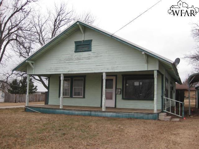 615 S Archer Street, Henrietta, TX 76365 (MLS #147836) :: WichitaFallsHomeFinder.com