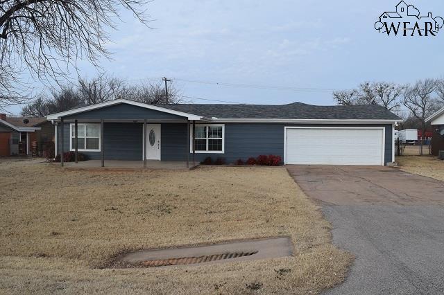 664 S Bell Road, Iowa Park, TX 76367 (MLS #148018) :: WichitaFallsHomeFinder.com