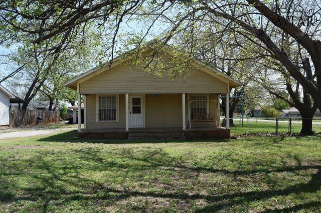 211 W Jefferson Avenue, Iowa Park, TX 76367 (MLS #148780) :: WichitaFallsHomeFinder.com