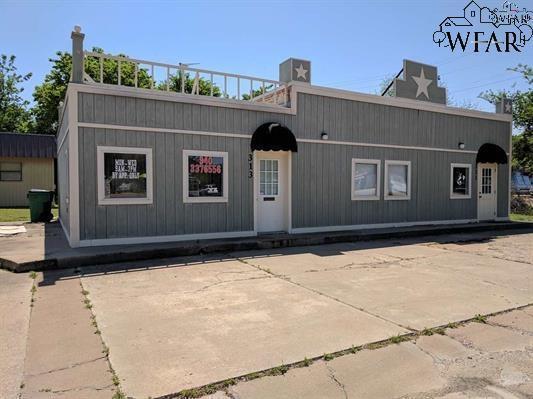 315 E Omega Street, Henrietta, TX 76365 (MLS #148946) :: WichitaFallsHomeFinder.com