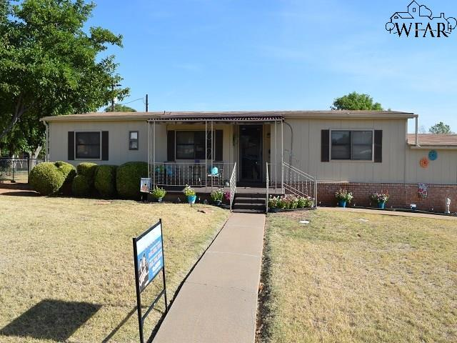 700 N Bond Street, Iowa Park, TX 76367 (MLS #150065) :: WichitaFallsHomeFinder.com