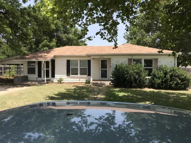 1002 Gilbert Street, Henrietta, TX 76365 (MLS #150082) :: WichitaFallsHomeFinder.com