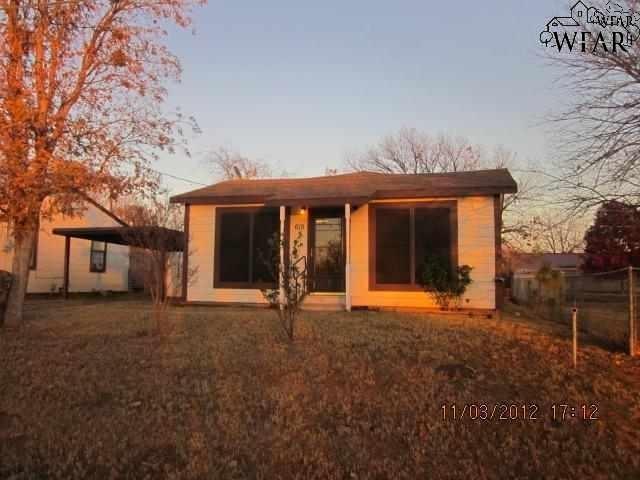 615 S Wall Street, Iowa Park, TX 76367 (MLS #150460) :: WichitaFallsHomeFinder.com