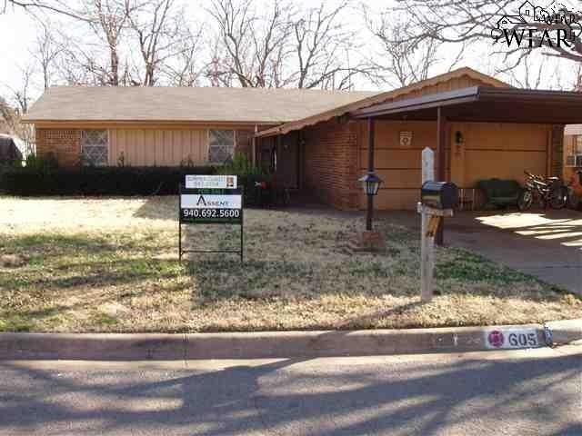 605 W Coleman Avenue, Iowa Park, TX 76367 (MLS #151116) :: WichitaFallsHomeFinder.com