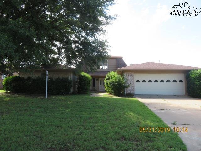 1043 Jan Lee Drive, Burkburnett, TX 76354 (MLS #153018) :: WichitaFallsHomeFinder.com