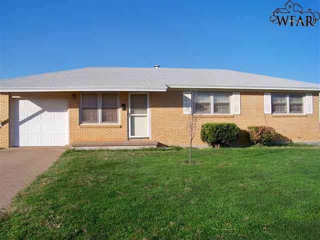710 W Texas Avenue, Iowa Park, TX 76367 (MLS #154554) :: WichitaFallsHomeFinder.com