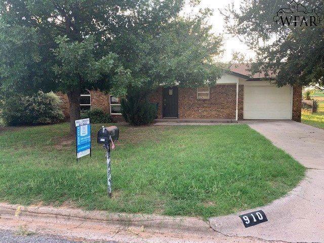 910 Patricia Street, Burkburnett, TX 76354 (MLS #154650) :: WichitaFallsHomeFinder.com