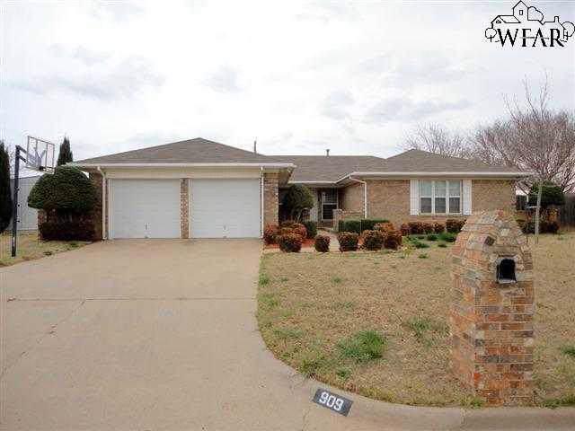 909 Sugarbush Lane, Burkburnett, TX 76354 (MLS #155427) :: WichitaFallsHomeFinder.com