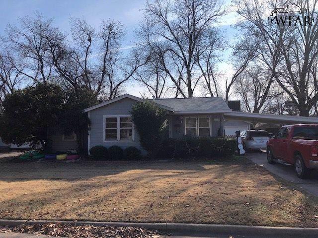 614 Sycamore Drive, Burkburnett, TX 76354 (MLS #155450) :: WichitaFallsHomeFinder.com