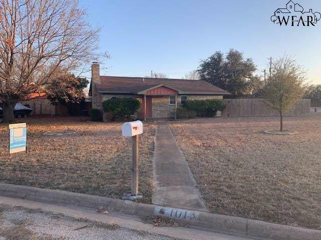 1013 W Gray Street, Olney, TX 76374 (MLS #155487) :: WichitaFallsHomeFinder.com