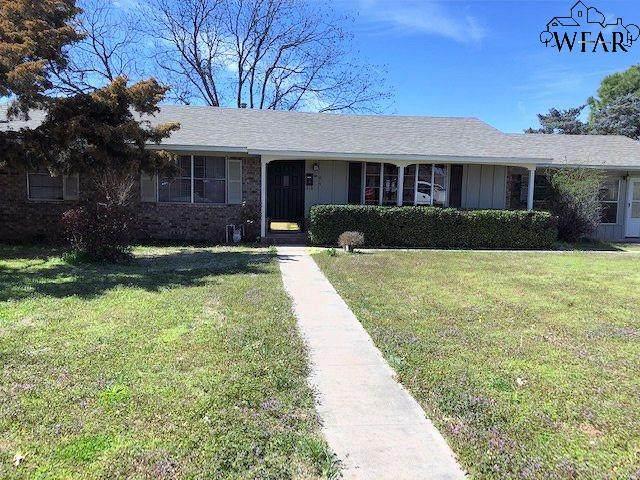 815 N Graham Street, Henrietta, TX 76365 (MLS #156503) :: WichitaFallsHomeFinder.com
