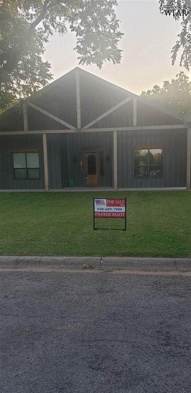 202 Kirk Street, Burkburnett, TX 76354 (MLS #156836) :: WichitaFallsHomeFinder.com
