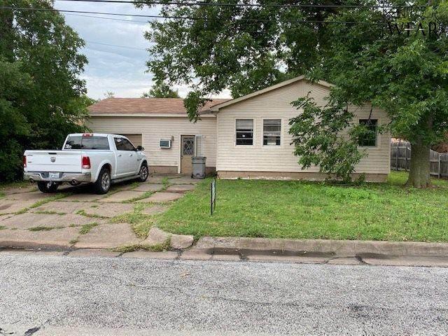 716 W 3RD STREET, Burkburnett, TX 76354 (MLS #157093) :: WichitaFallsHomeFinder.com