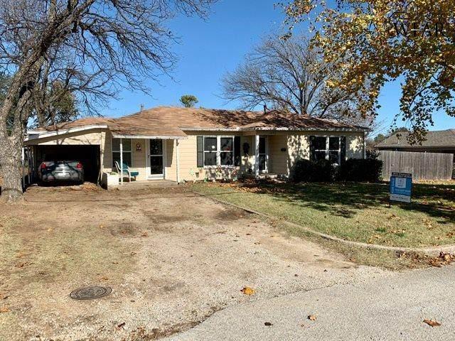 1002 E Gilbert Street, Henrietta, TX 76365 (MLS #158725) :: WichitaFallsHomeFinder.com