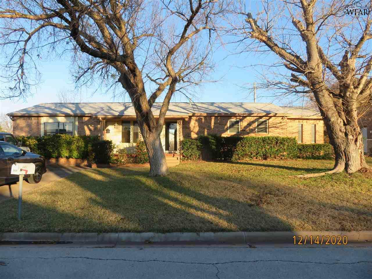 2803 Southridge Drive - Photo 1