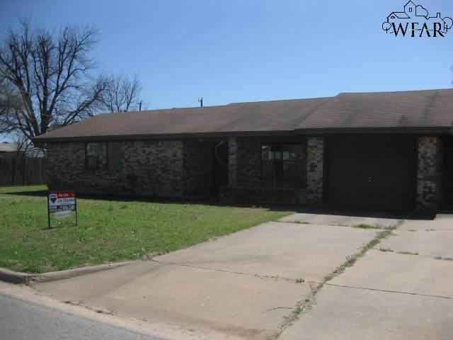 203 James Drive, Iowa Park, TX 76367 (MLS #159768) :: WichitaFallsHomeFinder.com