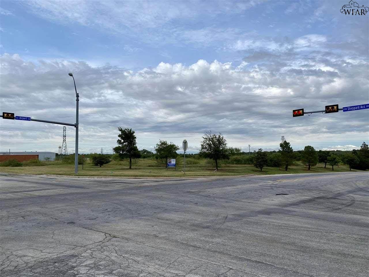 1400 Airport Drive - Photo 1