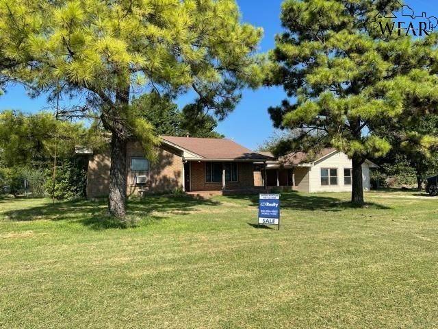 101 Lakeview Drive, Byers, TX 76357 (MLS #161807) :: Bishop Realtor Group