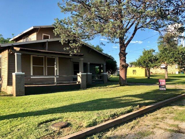116 W Commerce Street, Henrietta, TX 76365 (MLS #153193) :: WichitaFallsHomeFinder.com
