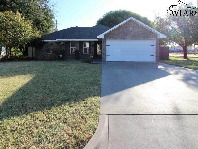 415 S Holly Drive, Burkburnett, TX 76354 (MLS #158463) :: Bishop Realtor Group