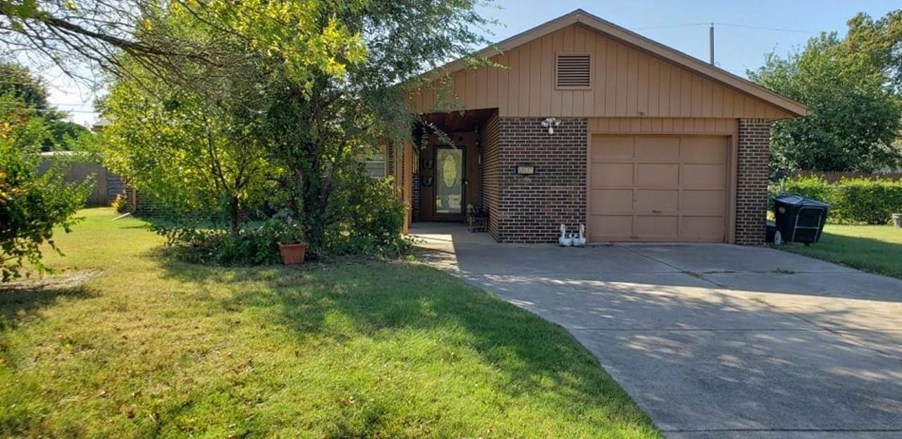 3815 Clarence Ave - Photo 1