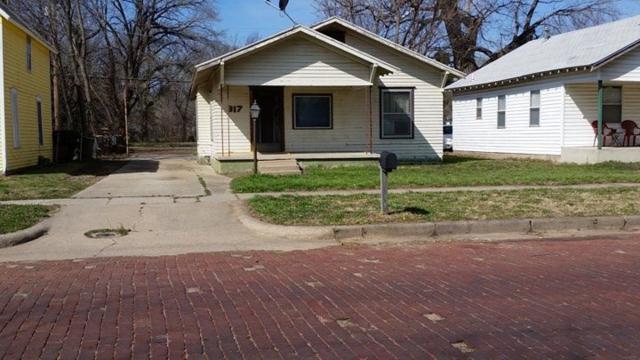 317 N 5th St, Arkansas City, KS 67005 (MLS #543755) :: On The Move