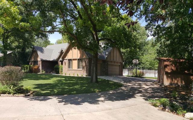 906 Grandview, Newton, KS 67114 (MLS #556275) :: Select Homes - Team Real Estate