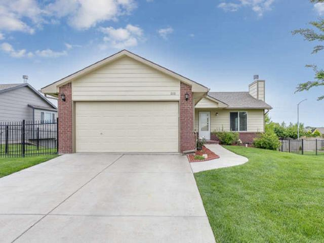 1001 E Stone Path St, Derby, KS 67037 (MLS #556754) :: On The Move