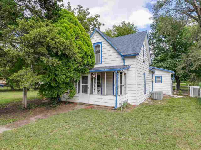 302 N Logan St, Belle Plaine, KS 67013 (MLS #556872) :: Select Homes - Team Real Estate
