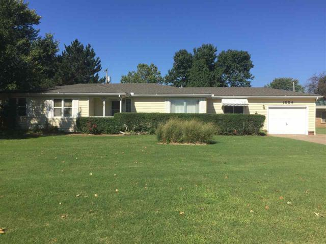 1504 N Poplar St, Wellington, KS 67152 (MLS #557148) :: Wichita Real Estate Connection