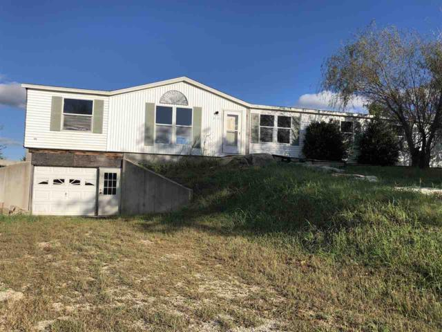 2121 Center Ave, Winfield, KS 67156 (MLS #558182) :: On The Move
