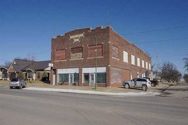 600 N Main St, Eureka, KS 67045 (MLS #567794) :: Lange Real Estate