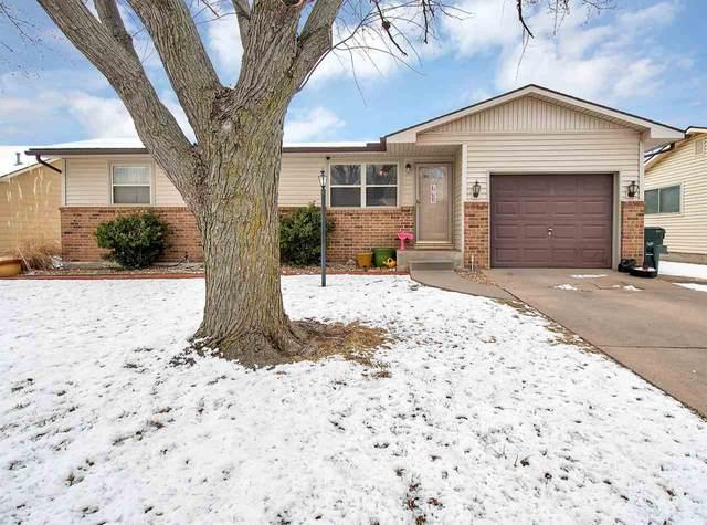 2431 Brentwood St, Hutchinson, KS 67502 (MLS #577586) :: Lange Real Estate