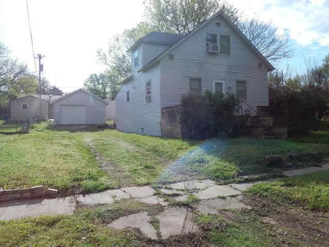 114 Massachusetts St, Winfield, KS 67156 (MLS #580479) :: Graham Realtors
