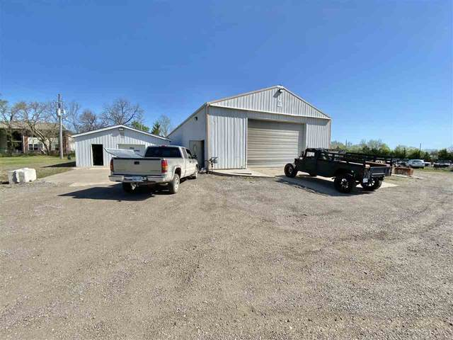 1600 N Custer, Augusta, KS 67010 (MLS #580517) :: Lange Real Estate
