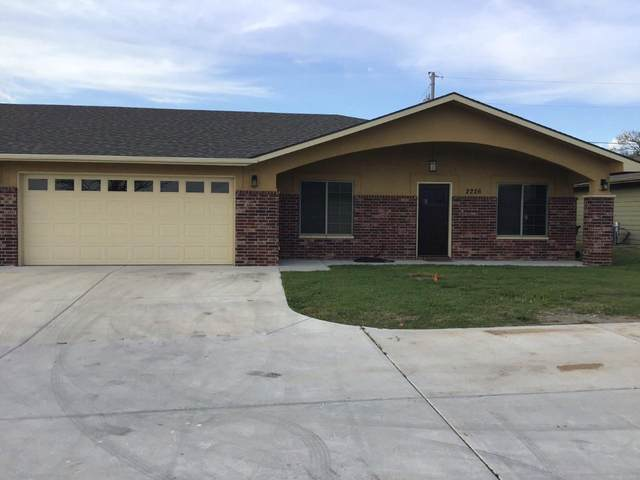 2226 Cottonwood Ct, Winfield, KS 67156 (MLS #580948) :: Graham Realtors