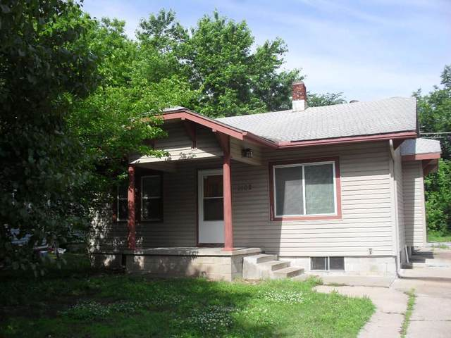 1102 N C St, Arkansas City, KS 67005 (MLS #581756) :: Graham Realtors