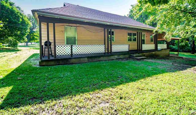 1701 E Chestnut Ave, Arkansas City, KS 67005 (MLS #584637) :: On The Move