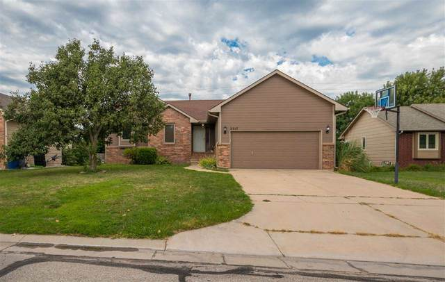 2517 N Pine Grove Cir, Wichita, KS 67205 (MLS #585149) :: Keller Williams Hometown Partners
