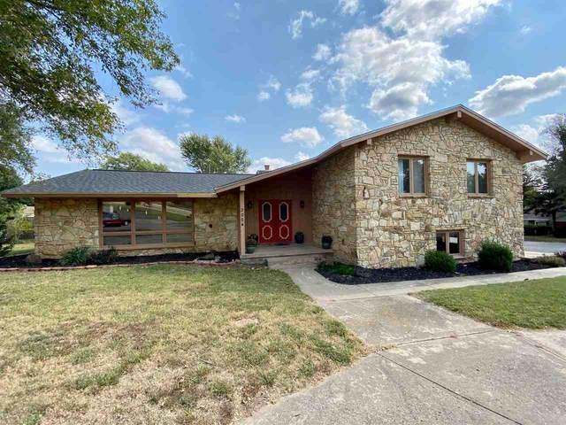 205 Highland Dr, Arkansas City, KS 67005 (MLS #587790) :: Jamey & Liz Blubaugh Realtors