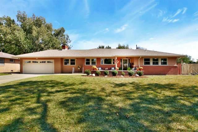 1314 N Parkwood Ln, Wichita, KS 67208 (MLS #588354) :: Kirk Short's Wichita Home Team