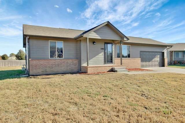 5506 S Victoria Ct, Wichita, KS 67216 (MLS #588863) :: Jamey & Liz Blubaugh Realtors
